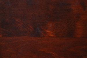 olcha drewno lite lakierowane na orzech
